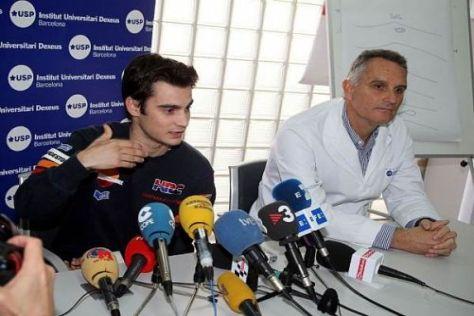 Dani Pedrosa und Dr. Xavier Mir heute Vormittag in der Uniklinik von Barcelona