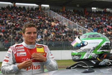 Es geht wieder los: Timo Scheider setzt den Helm bei Tests in Spanien auf