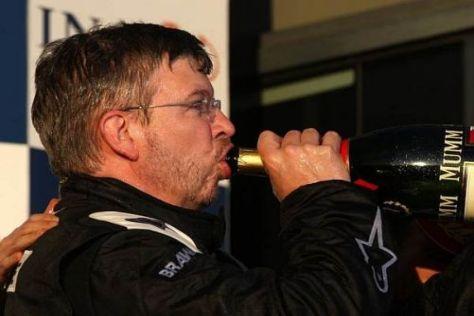 Der beste Schluck Champagner seines Lebens: Ross Brawn auf dem Podium