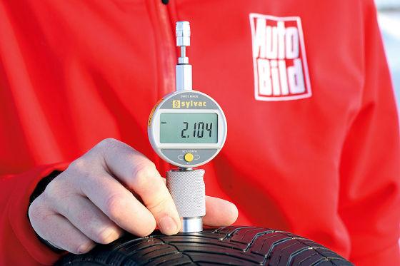 Messung Reifen-Profiltiefe