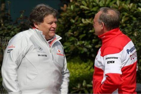 Norbert Haug (links) im Gespräch mit Toyota-Teamchef John Howett
