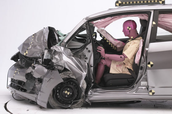 US-Crashtest: Honda Jazz (Fit) nach Crash mit Accord