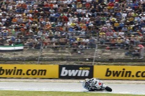 Über 120.000 Fans feuern die Piloten entlang der Rennstrecke von Jerez an