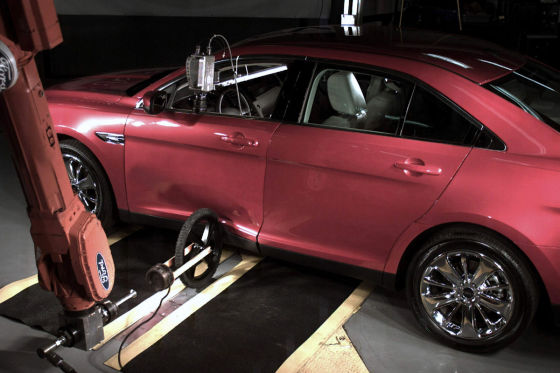 Ford-Crashtest mit Fahrradreifen