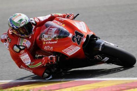 Troy Bayliss hatte seinen Spaß daran, in Mugello die Ducati zu testen