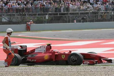 Sogar der Streckenposten scheint schneller zu sein als Räikkönen.