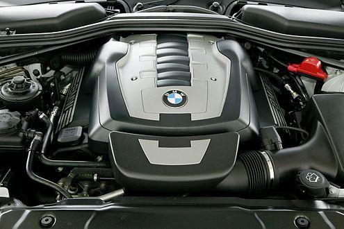 Trotz des Leistungsnachteils hängt der BMW subjektiv gieriger am Gas.