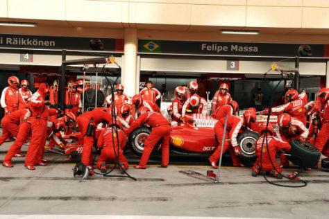 GP Bahrain 2009 Ferrari Kimi Räikkönen Boxenstopp