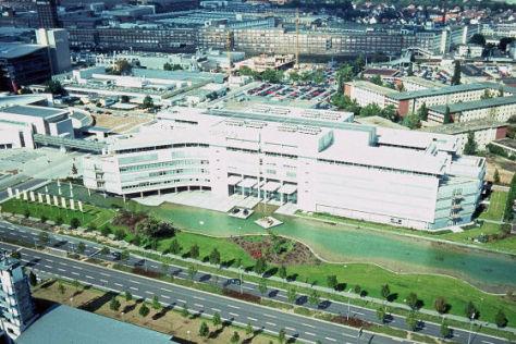Neue Unternehmenszentrale in Rüsselsheim 1998