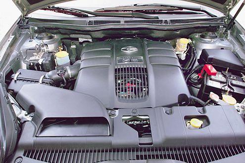 Unter der Motorhaube arbeitet ein Sechszylinder-Boxer mit 245 PS.