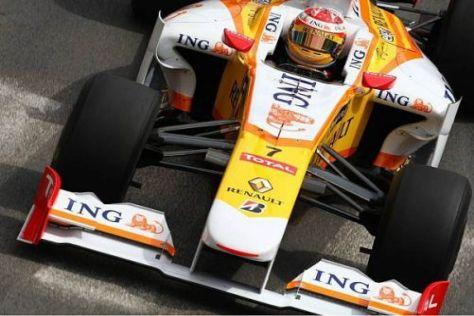 Fernando Alonso prügelt seinen Renault R29 durch die Straßen von Monaco