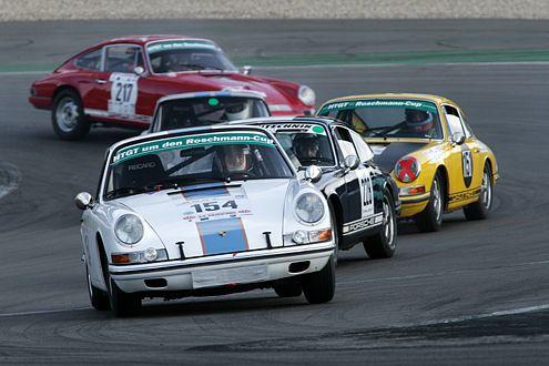 Rennsport ist Porsche: Seit vielen Jahren fährt der 911 ganz vorne mit.