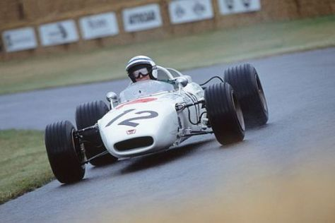 John Surtees hat die Fans mit seinen ehemaligen Autos schon oft begeistert