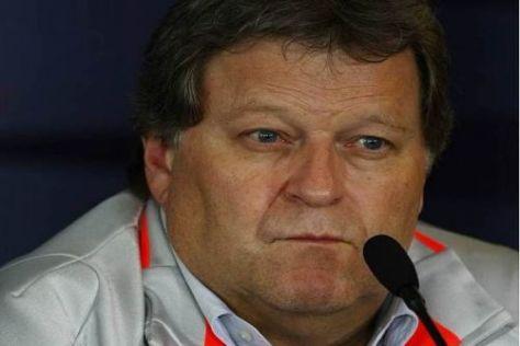 Mercedes-Sportchef Norbert Haug denkt im Moment nur von Schritt zu Schritt
