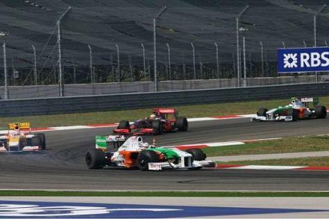 Da waren es noch zwei: Adrian Sutil und im Hintergrund Giancarlo Fisichella
