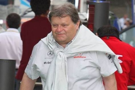 Norbert Haug sieht für seine Silberpfeile auch in Silverstone keine Hoffnung
