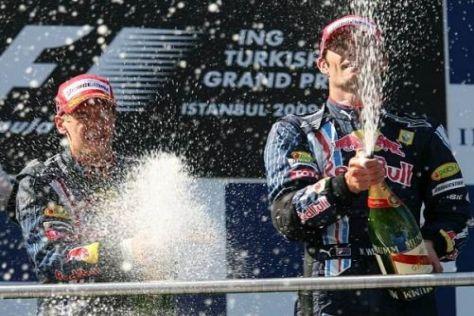 Sebastian Vettel und Mark Webber bei der Champagner-Dusche
