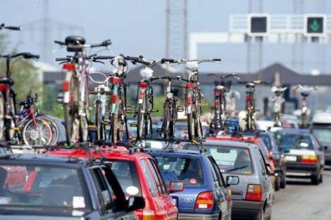 Autos mit Fahrradträgern