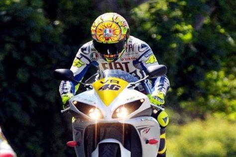 """Begeisterter """"Doktor"""": Valentino Rossi auf seiner Runde auf der Isle of Man"""