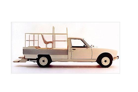 peugeot versteigert oldtimer sch tze unterm hammer. Black Bedroom Furniture Sets. Home Design Ideas