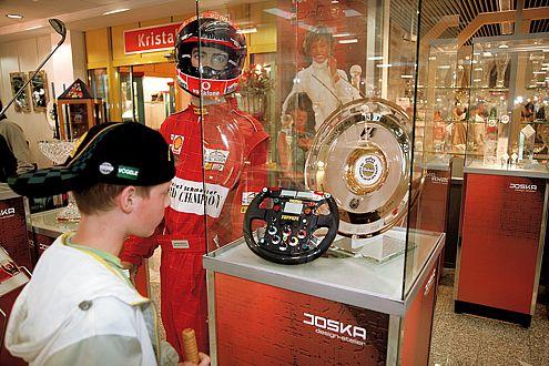 Glas für Schumi: Joska fertigt teure Trophäen für Formel-1-Sieger.