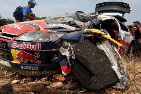 Das Wrack von Sébastien Loeb nach seinem Abflug in Griechenland