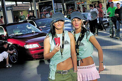 Girls and Cars: Kein Wunder, dass es bei den Carnights nie Stress gibt!