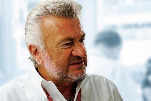 Schumi-Manager Willi Weber fordert, dass sich Alonso entschuldigt.