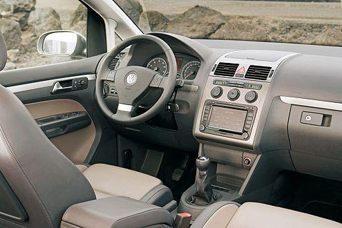 Viel Chrom, neue Sitzbezüge und eine Radio-CD-Anlage sollen im Inneren für Wohlfühl-Atmosphäre sorgen.