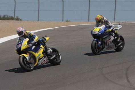 Laguna Seca 2008: Colin edwards vor Superstar Valentino Rossi in Corkscrew