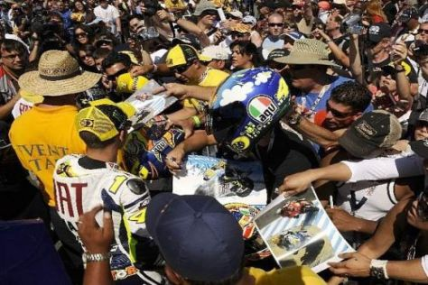 Überall im Mittelpunkt: Valentino Rossi ist auch in Laguna Seca der Superstar