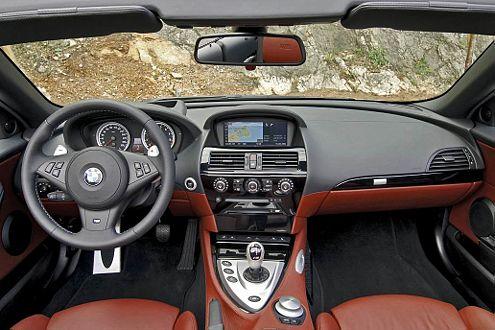 Blick ins Cockpit: Die M-Taste macht aus dem Cabrio einen Rennwagen.