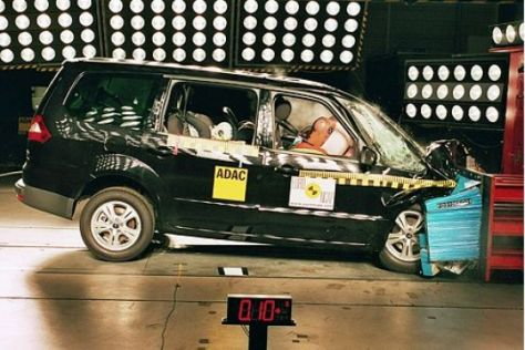 Ford Galaxy im EuroNCAP-Crashtest