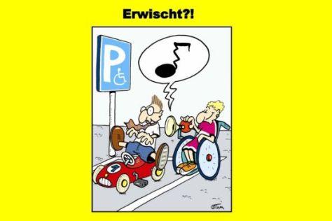 Gelbe Karte für Falschparker auf Behindertenparkplätzen.