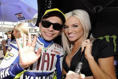 Bei dieser Gesellschaft bleibt Valentino Rossi gern noch etwas länger...