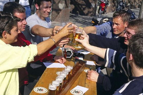 Alkohol in fröhlicher Runde