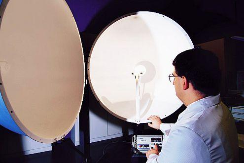 In der Ulbrich-Kugel wird der Lichtstrom gemessen. Nennspannung beim Test sind zwölf Volt.