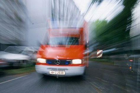 Rettungsgasse für Einsatzfahrzeug.