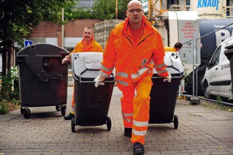 AUTO BILD bei der Müllabfuhr