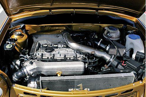 Der 1,8-Liter aus einem verunfallten TT mit Eigenbau-Powerrohr, Lupo-GTI-Wasser und CLK-Luftkühler.