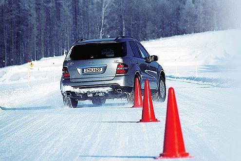 Der Sommerreifen hat keine Chance beim Wedeln auf Schnee, der preiswerte Colway ist der klare Sieger.