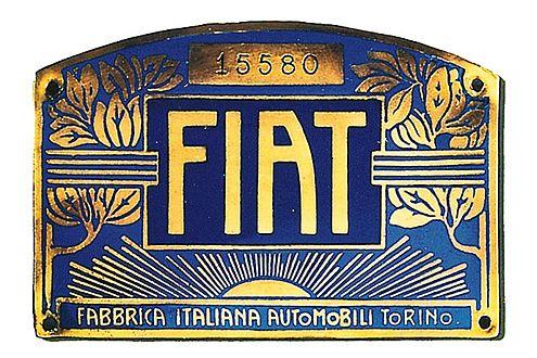 Das älteste Fiat-Logo von 1901: aufwendig in Blau und Gold gestaltet.