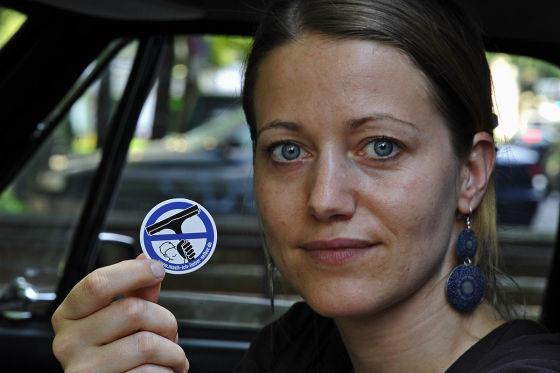 Kleiner Aufkleber, große Wirkung: Tanja Trültzsch löste mit ihrem Produkt eine lebhafte Diskussion aus.