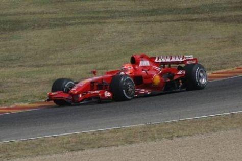 Michael Schumacher darf höchstens im zwei Jahre alten F2007 Runden drehen