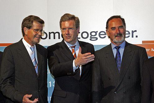 Christian Wulff (Mitte) vertritt Volkswagen-Aktionär Niedersachsen.