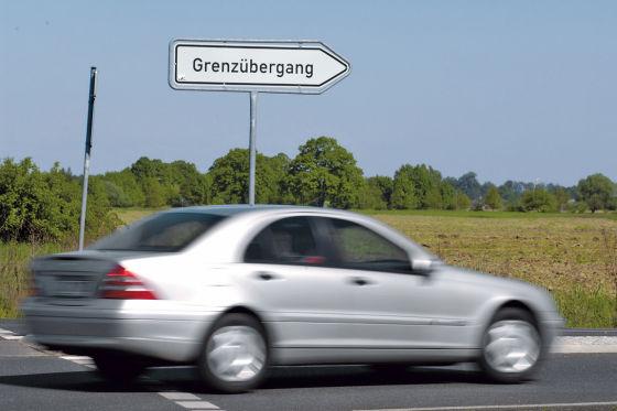 Trend: Autos werden komplett schnellstens außer Landes gebracht.