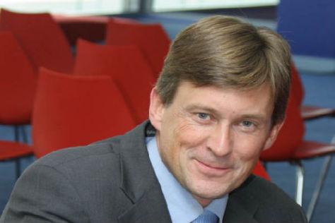 Streckenchef Martin Whitaker traut Michael Schumacher 2009 einiges zu