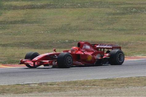 Michael Schumacher steigt noch einmal ausführlich im F2007 auf das Gaspedal