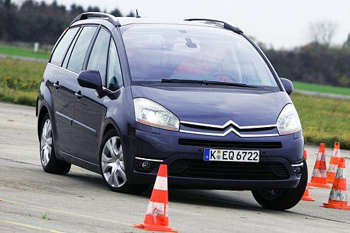 Gut, dass das ESP den kippligen Citroën wieder einfängt!