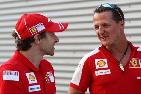 Luca Badoer mit Michael Schumacher, der ihm mit Rat und Tat zur Seite steht